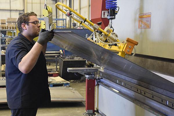 高强钢在折弯机上的应用